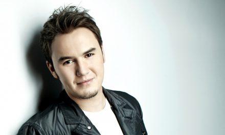 Mustafa Ceceli – Zincirimi Kirdi Ask adli tüm albümünü bir dakikada dinle