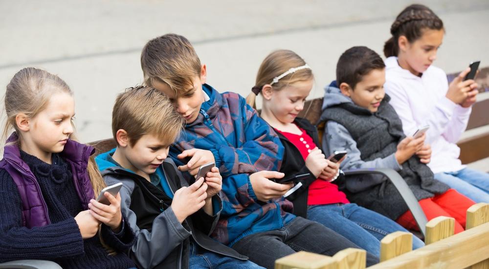 'Çocuklara akıllı telefon yasaklansın'