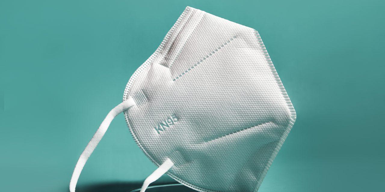 Almanya'da 60 yaşın üstündekilere ücretsiz FFP2 maskelerinin dağıtımına başlandı.